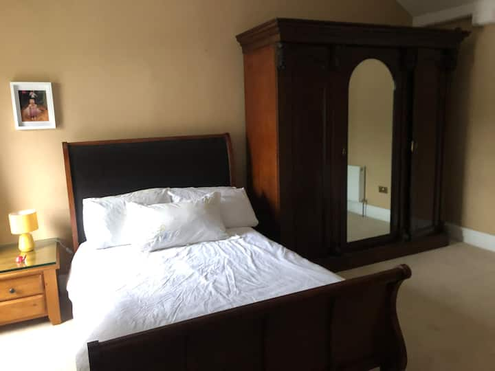 Double bedroom in Manor House