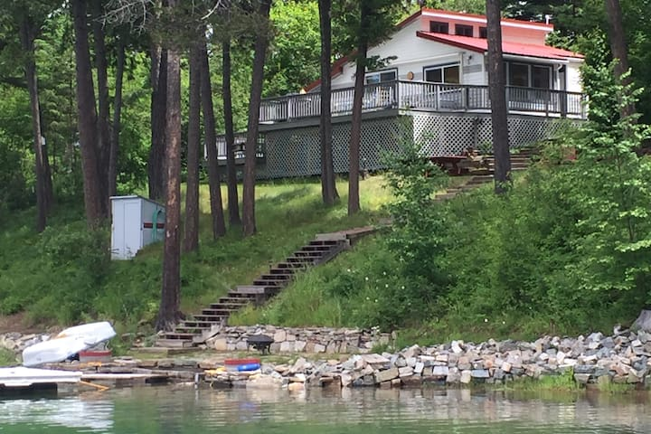 Deer Island Cabin on the shores of Echo Lake