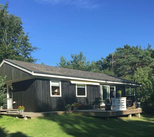 Hyggeligt sommerhus ved fjord& hav - Hadsund - Cabin
