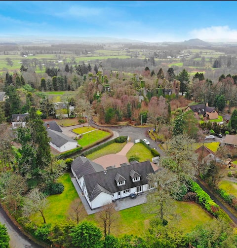 Castleview Lodge - your gateway to Loch Lomond.