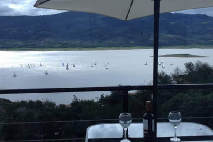 "Cabañas laguna de Guatavita - Vista al lago"""