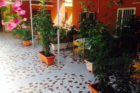 Guest house - Residence DABY - Thies - Bed & Breakfast