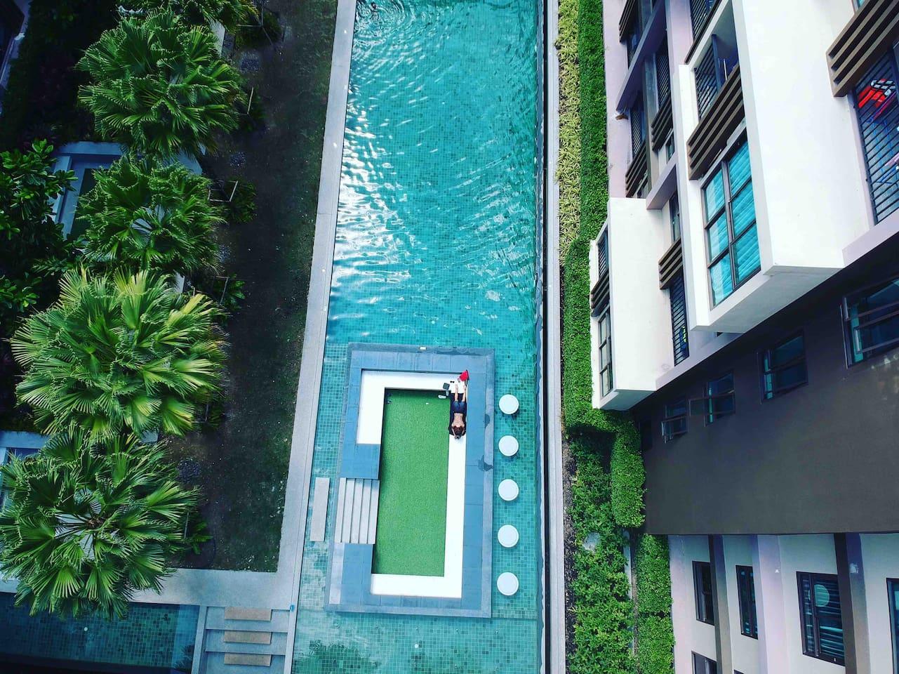 小区的超大泳池,有儿童区和成人区