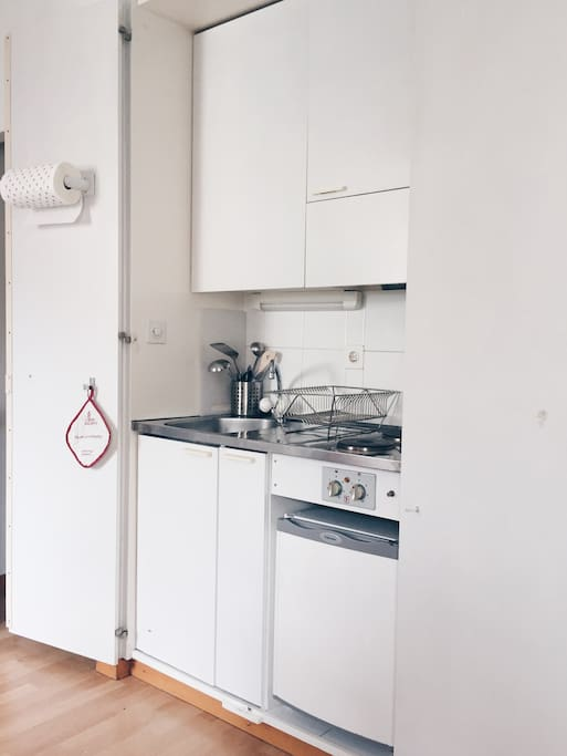 The complete kitchen is equipped with a full range of cooking tools, as well as two electrical stoves, a fridge and a sink.