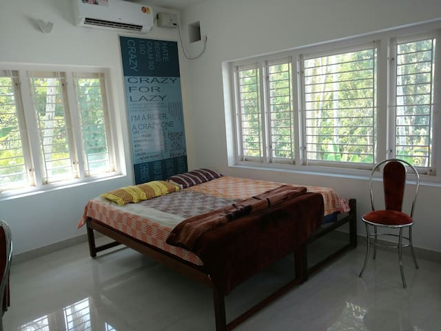 Cozy one bedroom with balcony &hall - Thiruvananthapuram - บ้าน