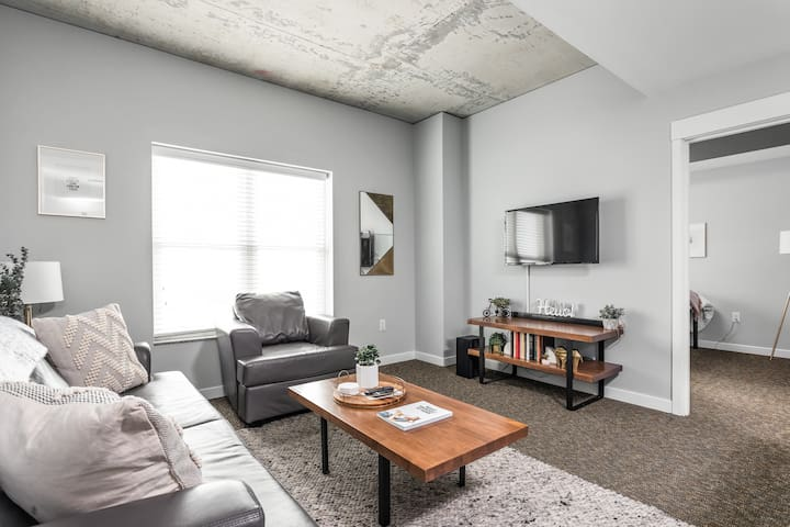 Trendy 2BR with 7th Floor City Views!  Sleeps 7