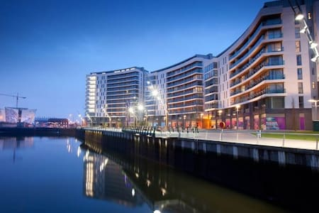 Luxury 1 Bed Apt with balcony in Titanic Quarter - Apartment