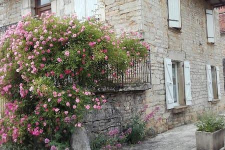 Pied-à-terre au cœur d'un village du Quercy