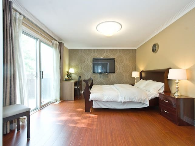 grand room with gradview 229M3