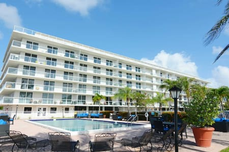 2bedroom Unit With Water Views. Beach Near By. - Palm Beach