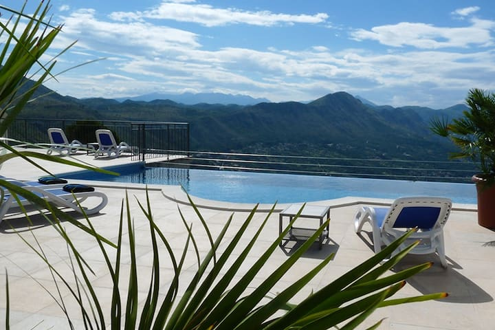 5 STAR VILLA OLIVE WITH VIEWS OF THE ADRIATIC YOU WON'T WANT TO LEAVE. THE TERRACE AND INFINITY SWIMMING POOL