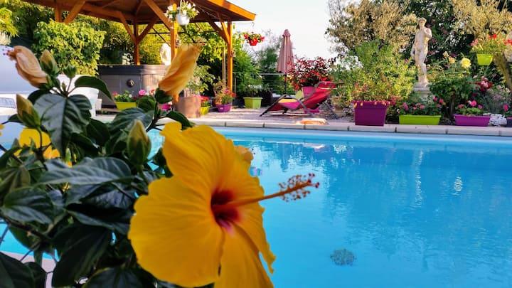Gîte  4 * piscine chauffée/ 40 Km de Toulouse S/O