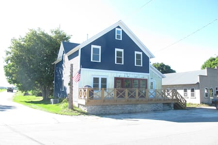 Classic Farm House in Egg Harbor (Upper Unit) - Egg Harbor - Wohnung