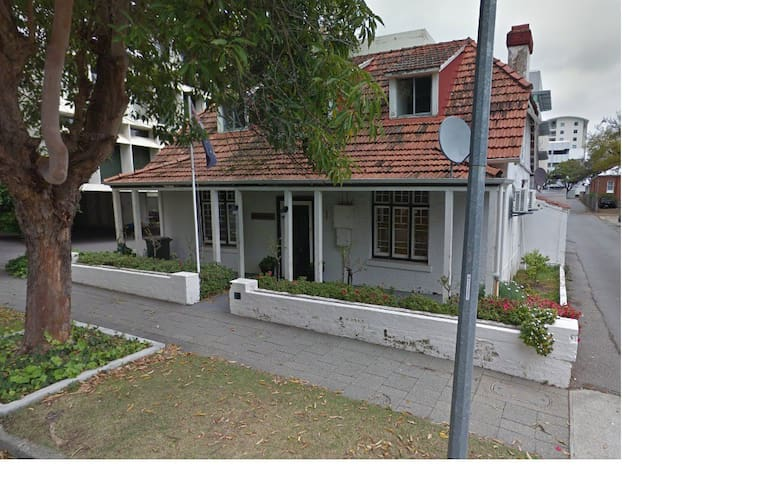 West Perth home with character - West Perth - Huis