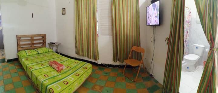Habitación con Televisión, Wifi y Baño Privado.(2)