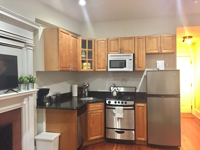 Charming Two Bedroom Rittenhouse Suite