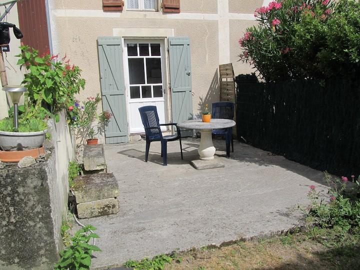 Studio meublé en rez de jardin