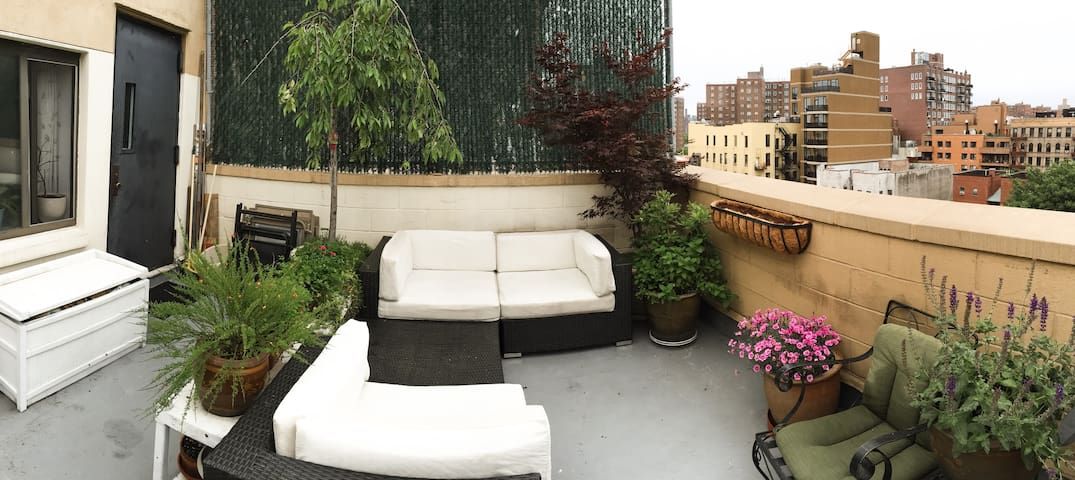 Sunny, Modern room in East Village!