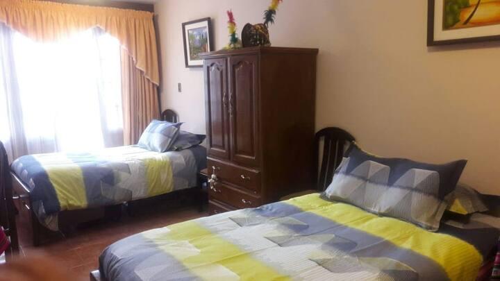Habitacion con dos camas separadas