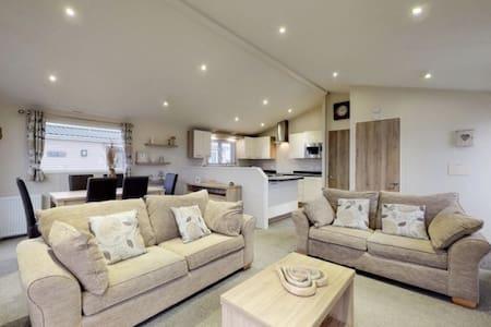 Luxury 3 bedroom Lodge Patrington Haven