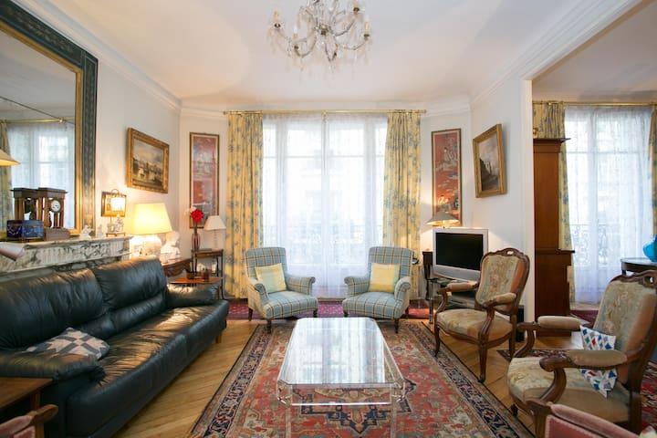Appartement pour 5 personnes champs elys es appartements for Appart hotel paris pour 5 personnes