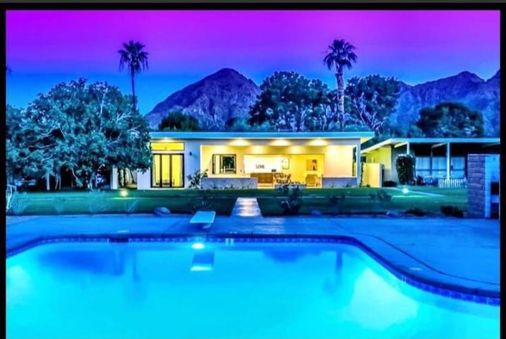 Eco-Modern Old Hollywood Style Desert Gem w/Pool! - Indian Wells - Maison