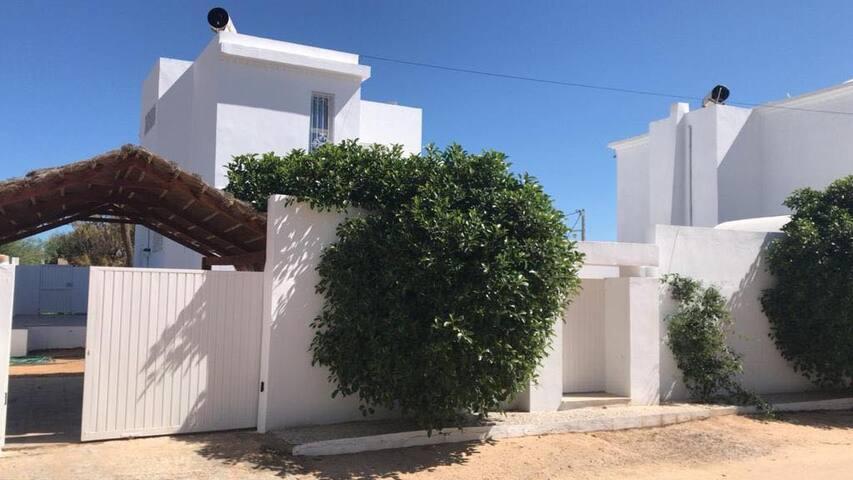 Grande villa avec piscine à Midoun