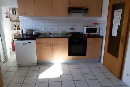 Ruhiges und helles Zimmer - Gießen - Casa