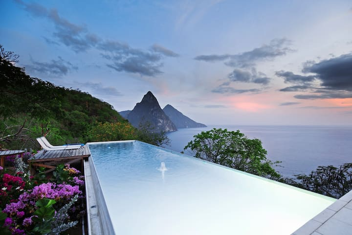 Villa Coulibri, modern design overlooking Pitons - Soufriere - Huis