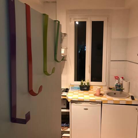 Sweet cozy studio- minutes to metro & Eiffel Tower