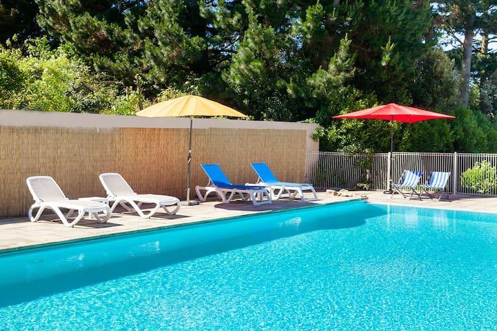 Gîte N°6  en bord de mer avec piscine chauffée - Larmor-Baden - Apartamento
