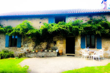 Charming farmhouse with pool! - La Chapelle-Montbrandeix - Haus
