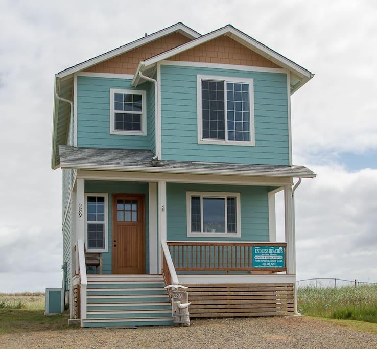 Rental Propertys: Endless Beach Waterfront Home