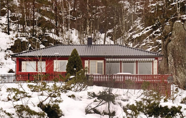 Holiday cottage with 4 bedrooms on 130m² in Kvinlog