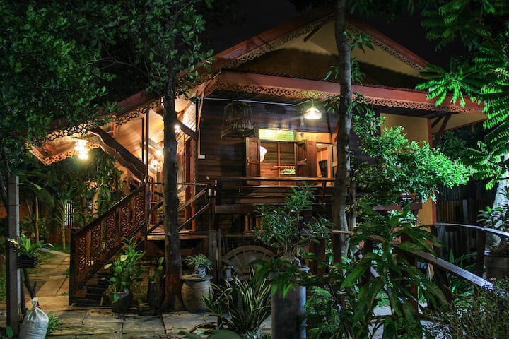 Fahsai Thai Wooden Home stay, D.I.Y coffee, BRT