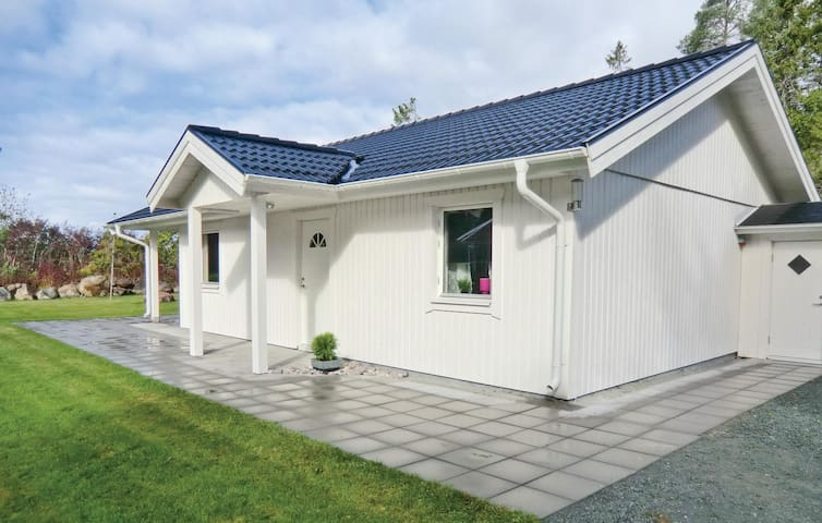 Holiday cottage with 2 bedrooms on 72m² in Löttorp