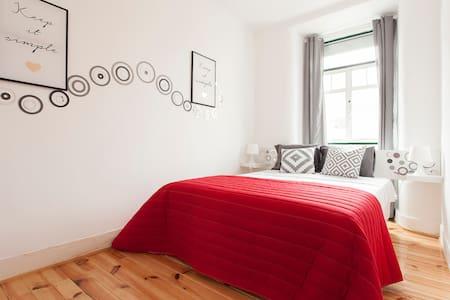 Fly to Lisbon Hostel Double Room I - Lisboa - Bed & Breakfast