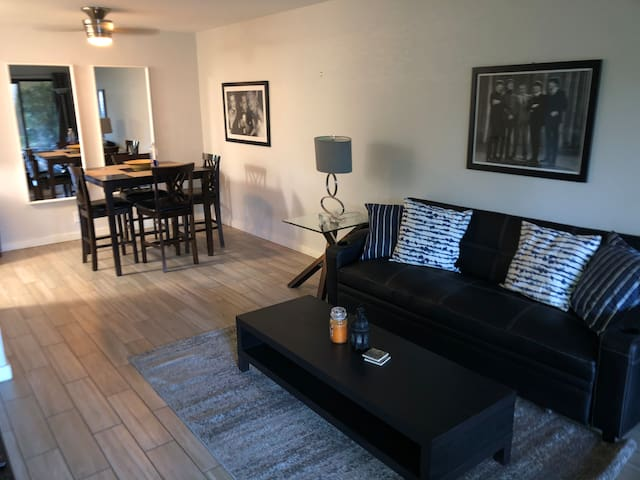 Charming condo walking distance to Aerial Tram