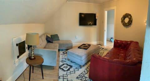 European 3 bedroom Upper in Dwntwn West Green Bay