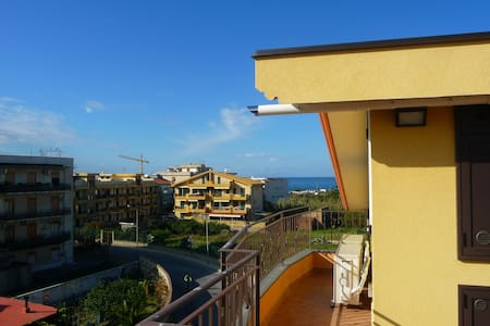 New attic near the sea with solarium (Wi-Fi) - Villafranca Tirrena - Huoneisto