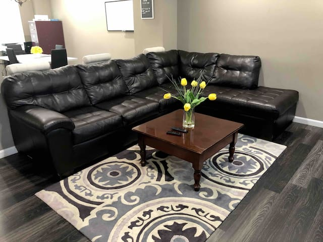 Entire Remodeled home minutes from Sinai Hospital!