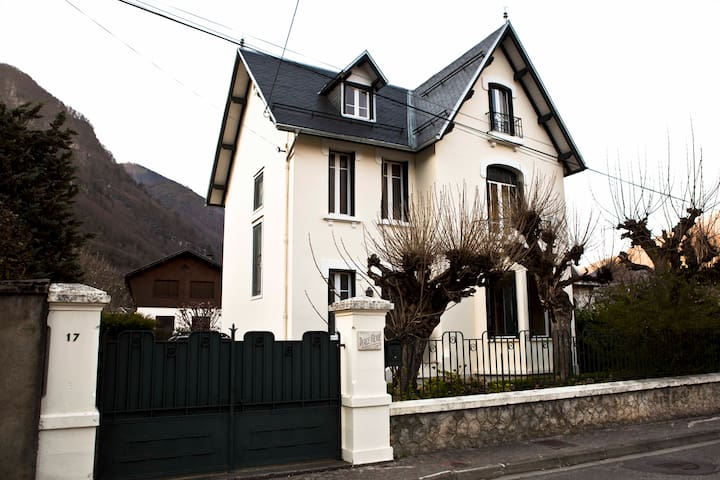Townwith house w/ private swim.pool. - Bagnères-de-Luchon - House