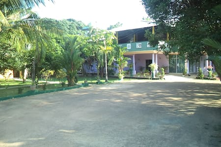 Tharindu Guest House - Negombo - Bed & Breakfast
