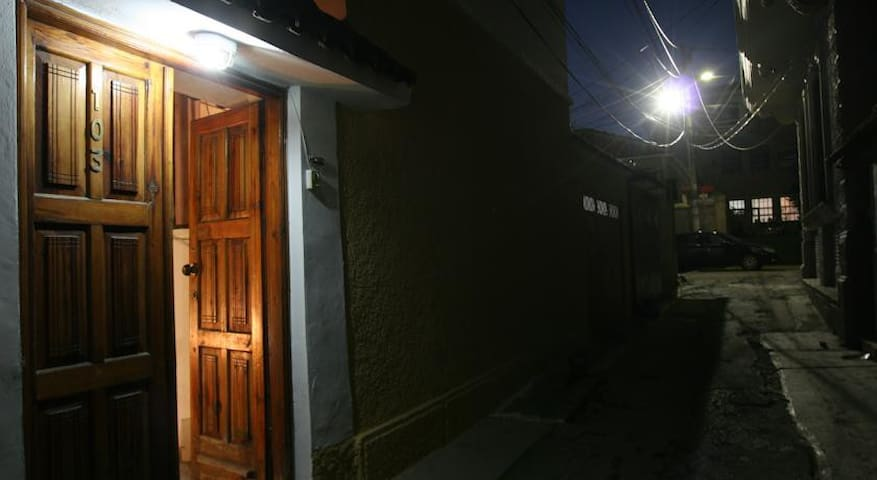 "Guesthouse Pension ""Andrea"" - Tirana - Hus"