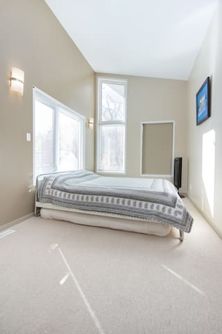 Queen bedroom on level 2 with pull out double underneath.