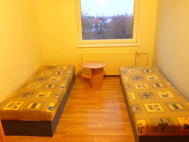 Independent traveller -2nd room - Prag - Hus