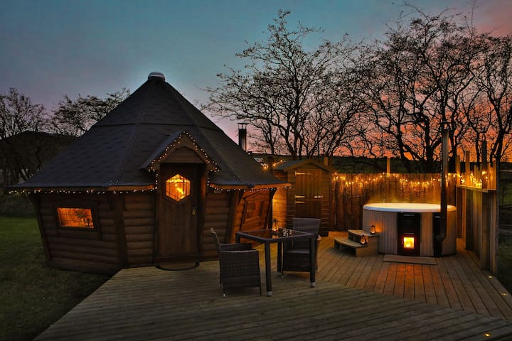 Bilberry Yurt just for 2 with wood fired hot tub