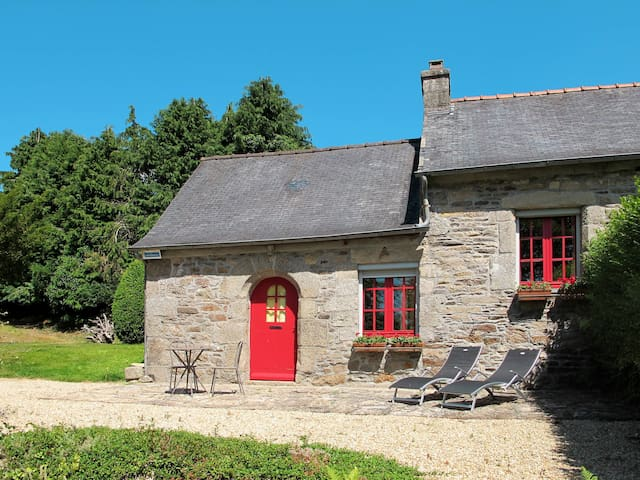Holiday home in Plouégat-Moysan