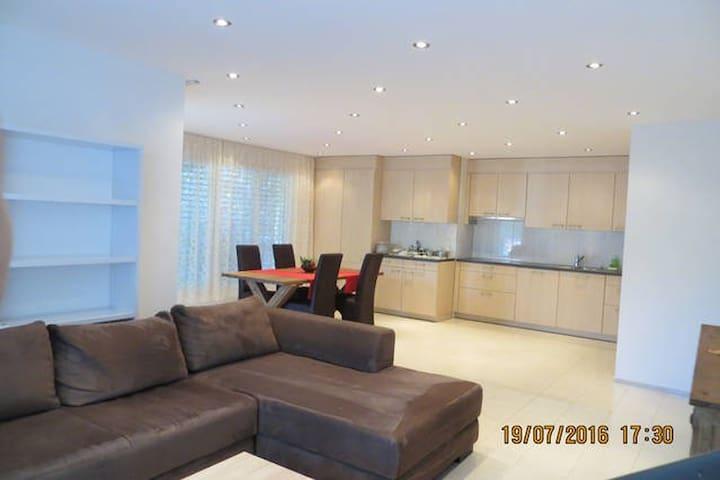 Schöne 2.5-Zimmer-Ferienwohnung an ruhiger Lage - Chur