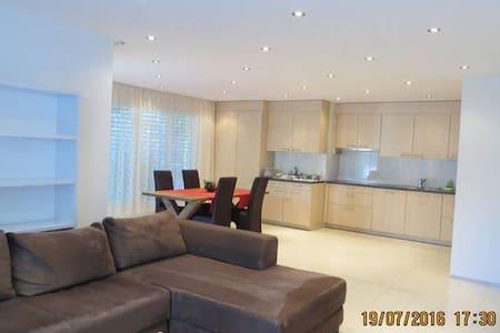 Schöne 2.5-Zimmer-Ferienwohnung an ruhiger Lage - Chur - 公寓